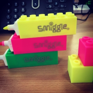 Look at these amazing @smiggle_uk highlighters! Keep losing mine so i just had to have them! And they're also like a play toy too sssshhhhhh. I'm working #work #Smiggle #stationary #stackable